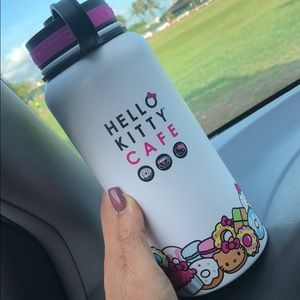 NEW in box Hello Kitty Cafe EXCLUSIVE Thermal 32oz